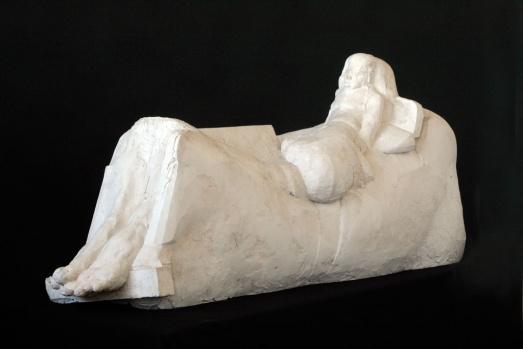 Sarkofag z wielkimi stopami