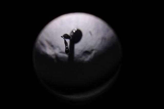 Ropa na księżycu z cyklu Kapsuły