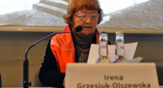 """Irena Grzesiuk-Olszewska, źródło: Konferencja """"O rzeźbie pomnikowej w 10. rocznicę powołania Muzeum – Miejsca Pamięci w Bełżcu"""", Państwowe Muzeum na Majdanku, 2014, http://www.majdanek.eu/pl/news/o_rzezbie_pomnikowej_w_10__rocznice_powolania_muzeum_____miejsca_pamieci_w_belzcu/514"""