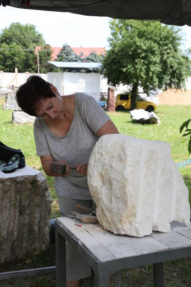 kobieta i skała