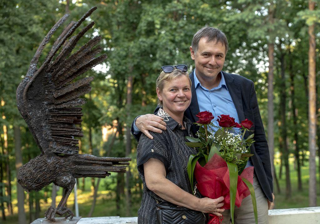 Mariola Wawrzusiak-Borcz i Rafał Borcz, w tle Sowa tropiciel, MOK w Pionkach